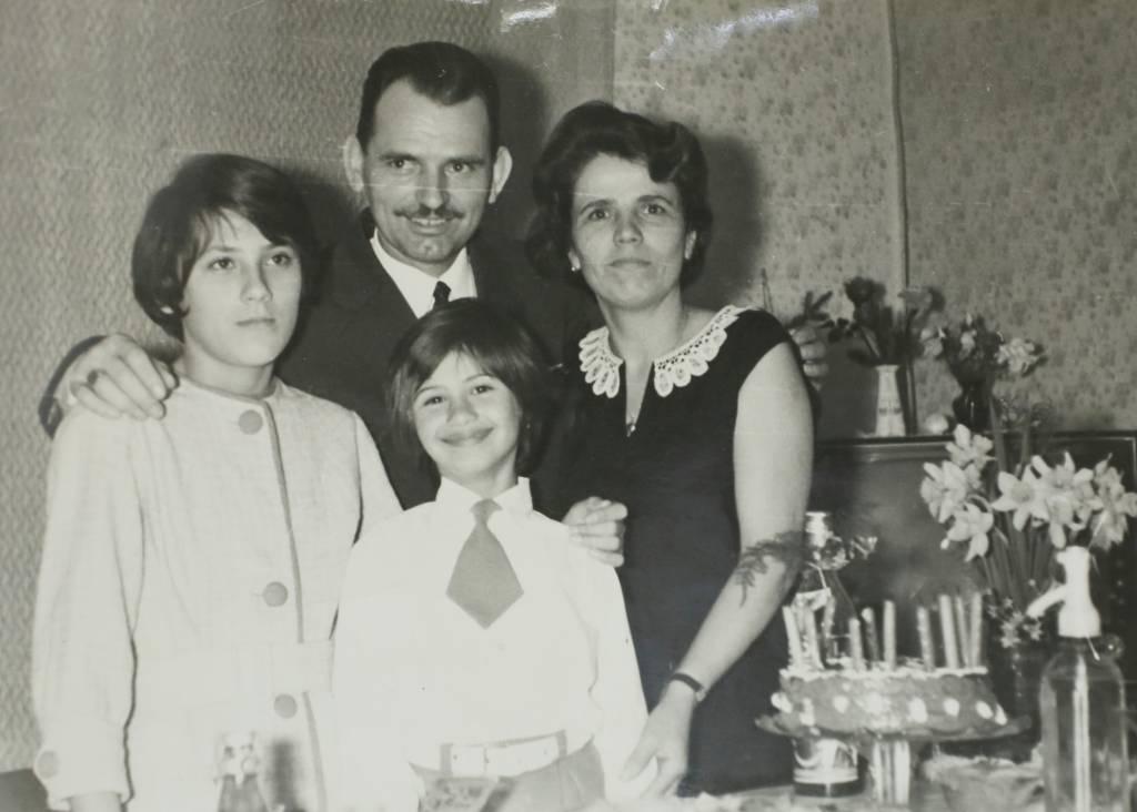 N867 JULIJANA MATANOVIC na proslavi svog 7.rodjendana sa sestricnom kod tete i tetka u Djurdjenovcu 1996. DATUM:09/12/2014 OBJAVLJENO:DA