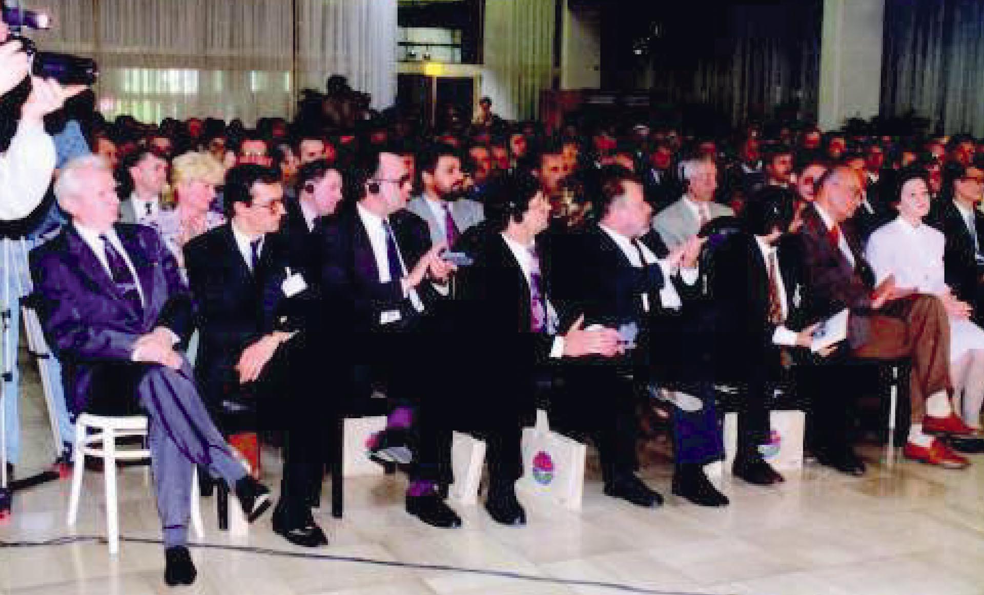 KONGRES UJEDINJENJA DVIJU STRANAKA POLITIČKE LJEVICE, REFORMIRANIH KOMUNISTA (SDP) I NOVIH SOCIJALDEMOKRATA (SDH) U JEDINSTVENU SOCIJALDEMOKRATSKU PARTIJU 1994. GODINE | Foto: IZLOŽBA '120 GODINA HRVATSKE SOCIJALDEMOKRACIJE'