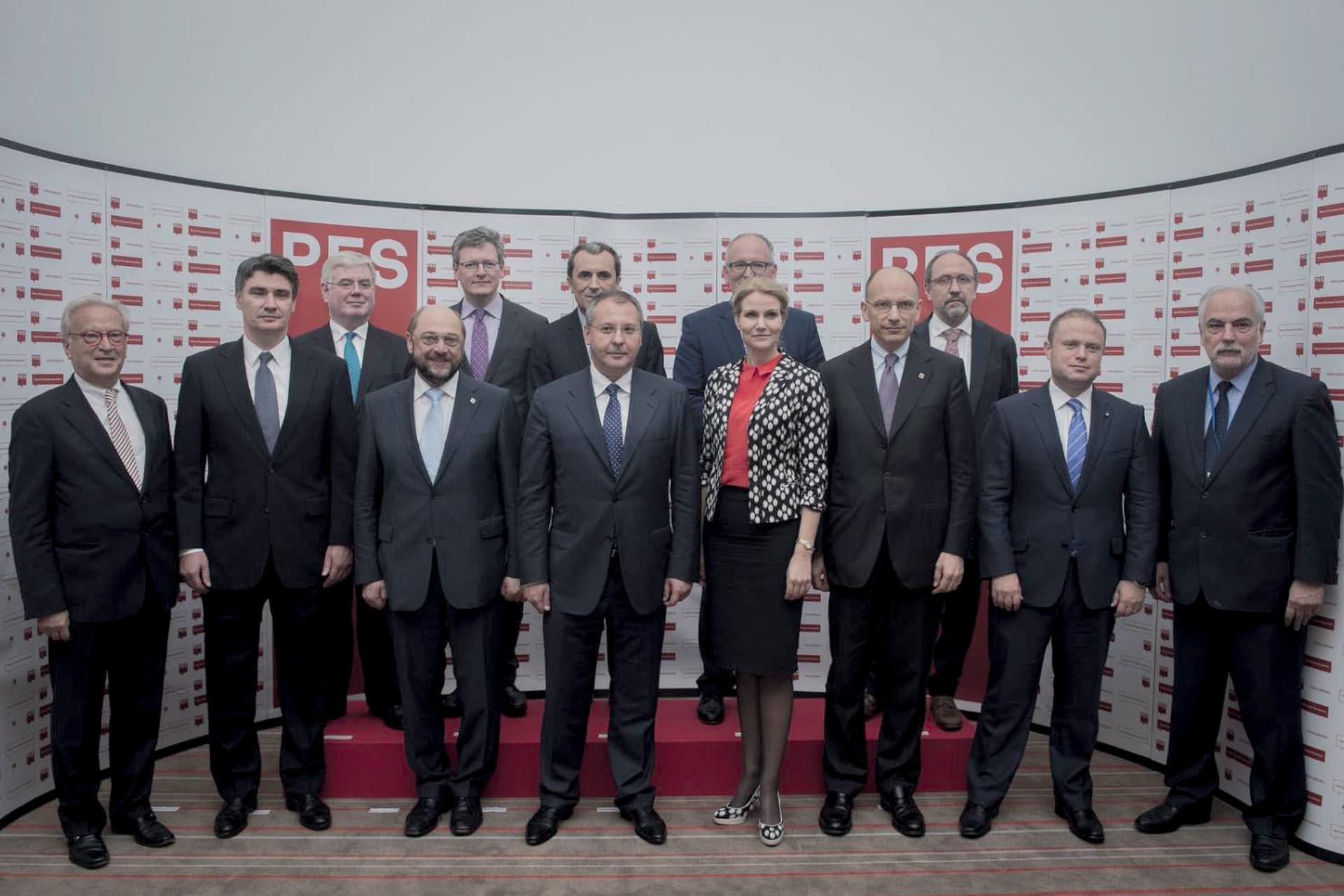 I HANNES SWOBODA, ZORAN MILANOVIĆ I DRUGI ČELNICI EUROPSKIH SOCIJALISTA NA SASTANKU U BRUXELLESU, U LIPNJU 2013 | Foto: IZLOŽBA '120 GODINA HRVATSKE SOCIJALDEMOKRACIJE