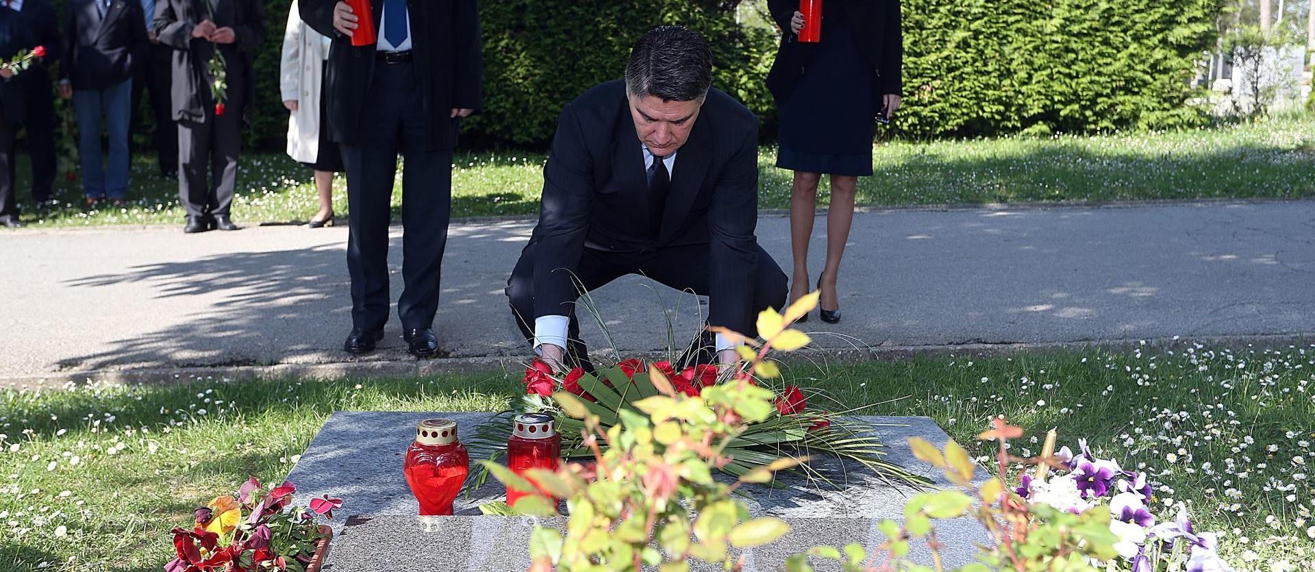 OSMA OBLJETNICA SMRTI: SDP-ovo izaslanstvo položilo vijenac na Račanov grob