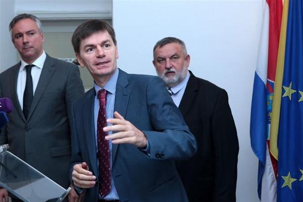 Josip Budimir s Darinkom Kosorom, predsjednikom HSLS-a i Vladimirom Ferdeljijem kojeg su podržali kao nezavisnog kandidata za gradonačelnika Zagreba