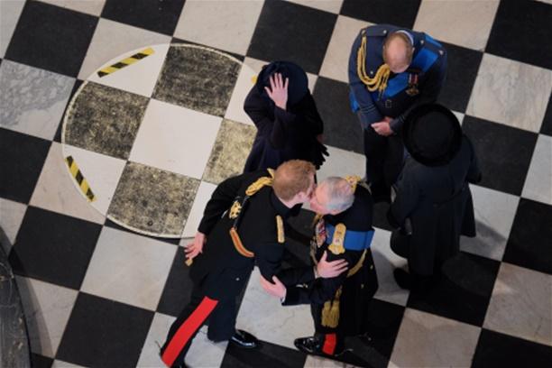 Princ Harry napušta vojsku
