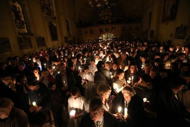 Vazmeno bdjenje u crkvi Uznesenja Blazene Djevice Marije u Stenjevcu