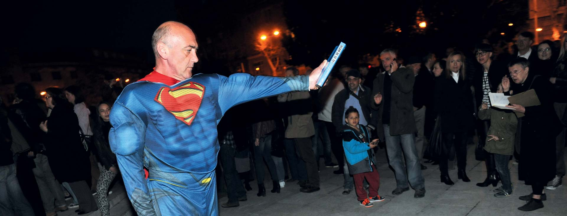 """U NOVOM NACIONALU IZLOŽBA """"OSAMDESETE – SLATKA DEKADENCIJA POSTMODERNE"""" Superman spašava kontroverzne 80-e"""