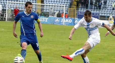DINAMO ZADRŽAO 14 BODOVA PREDNOSTI U derbiju su 27. kola Prve HNL Rijeka i Dinamo odigrali 2-2