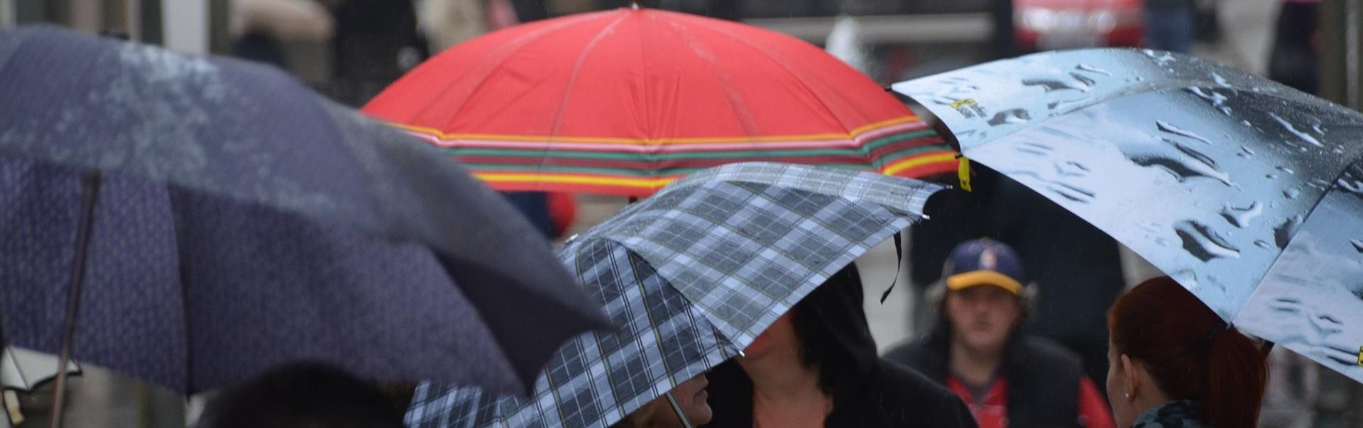 PRETEŽNO OBLAČNO Moguća kratkotrajna kiša ili pljusak