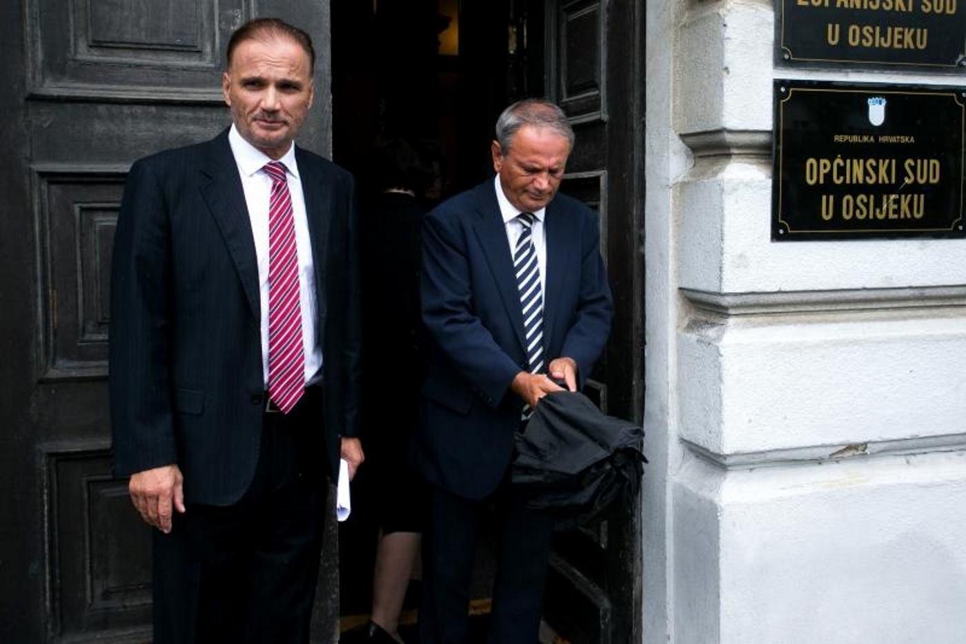 Bivši vukovarski gradonačelnik Željko Sabo osuđen je na osam mjeseci zatvora zbog pokušaja potkupljivanja vijećnika Vukovarskog gradskog vijeća. U Požeškom slučaju je do spornih zapošljavanja i došlo. Bit će zanimljivo pratiti dinamiku rada institucija u ovom slučaju.  FOTO: Davor Javorovic/PIXSELL