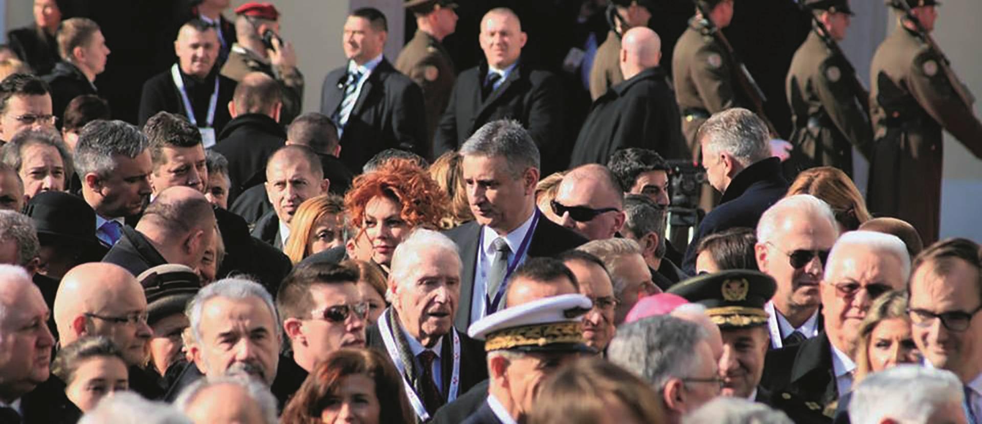 NACIONAL DONOSI: POKUŠAJ ŠEFA HDZ-a DA PROMIJENI NEGATIVAN IMIDŽ Karamarkov inauguracijski gaf: Ana Šarić mimo protokola među uzvanicima