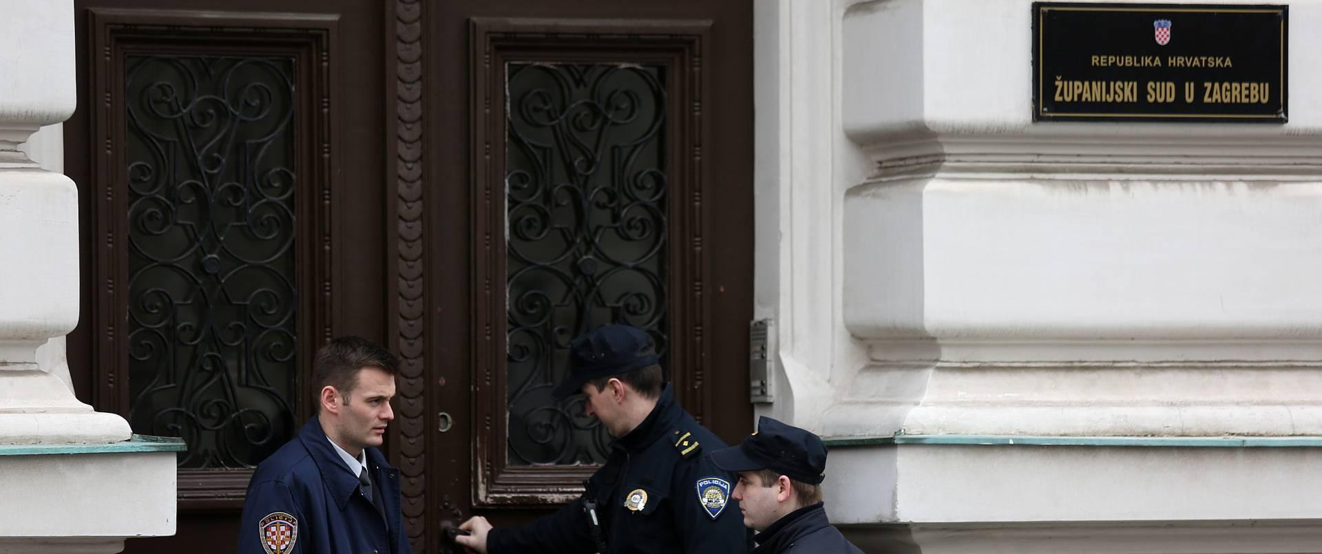 DOJAVA O BOMBI NA ŽUPANIJSKOM SUDU: Zgrada ispražnjena, policajci s psima pretražuju zgradu