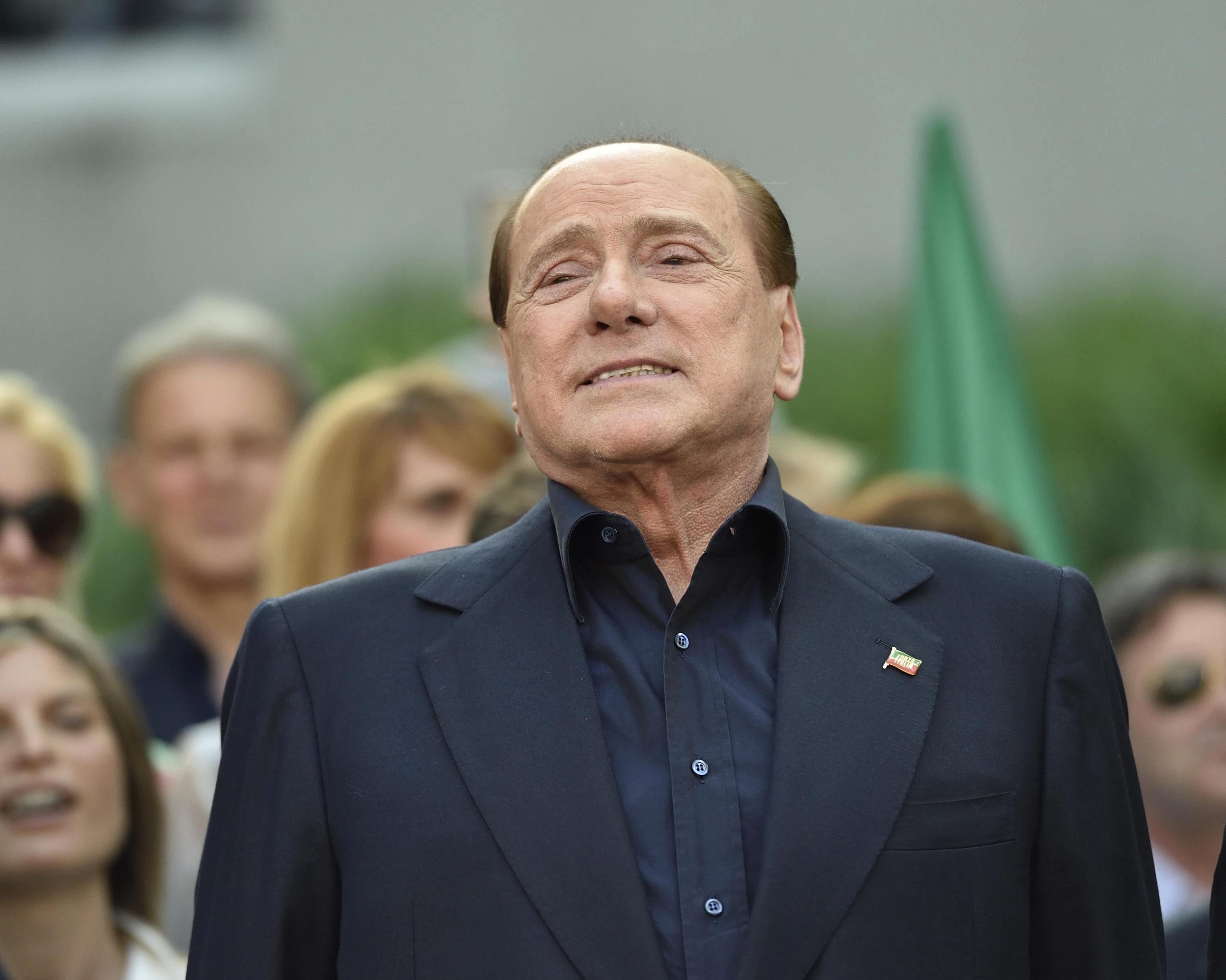 SKUPI RAZVOD: Berlusconi mora isplatiti supruzi 1.4 milijuna eura alimentacije