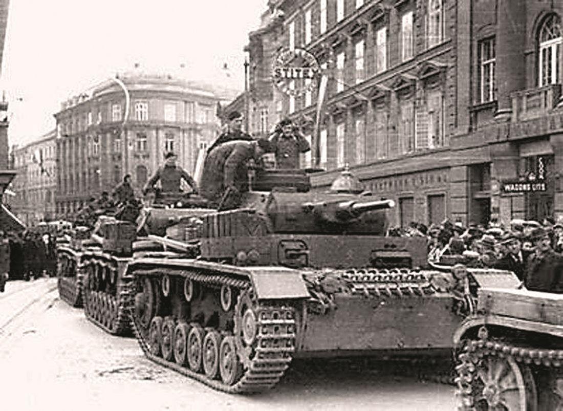 Tito je donio na sastanku svih članova CK KPJ i CK KPH u Zagrebu, kada je zaključeno da treba naoružati radnike i ostale antifašistički raspoložene Zagrepčane, a nadobudno su očekivali da će im pomoći i vojska  FOTO: Arhivske snimke