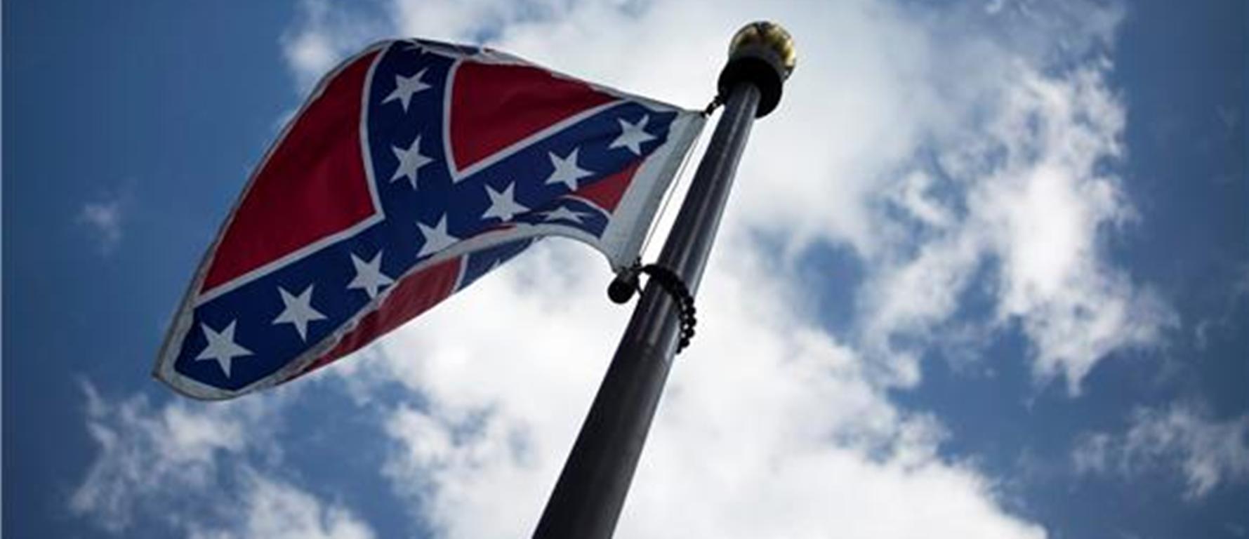 SIMBOL RASISTIČKOG UGNJETAVANJA Aktivist skinuo konfederacijsku zastavu u Južnoj Karolini