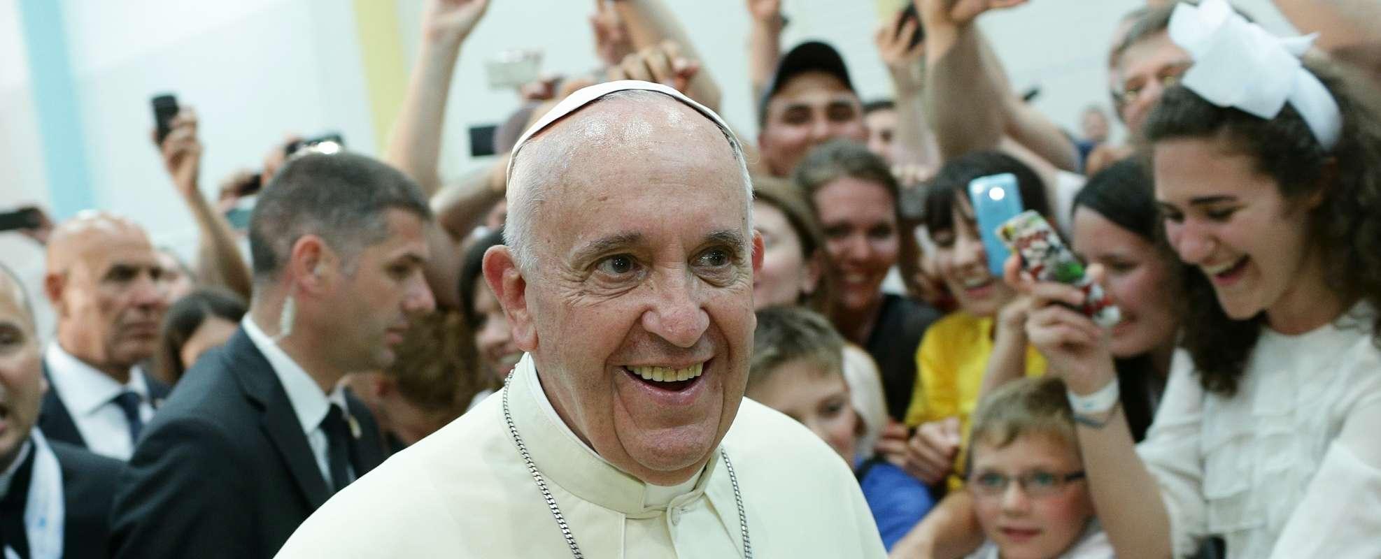 VIDEO: Poslušajte poruku Pape Franje o obitelji i braku