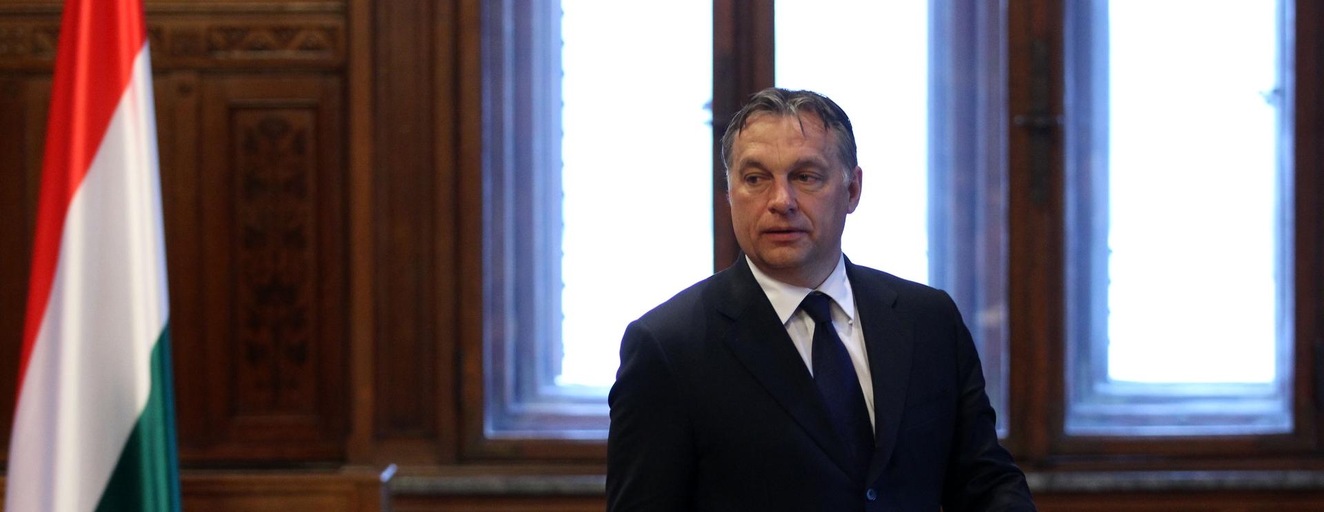 Orban: Muslimanski izbjeglički val prijeti europskim kršćanskim korijenima
