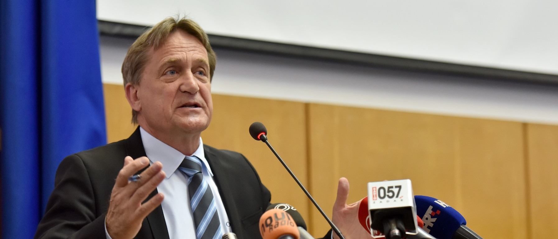 KALMETA OPTUŽEN Često prozivani ministar redom odbacivao sve optužbe