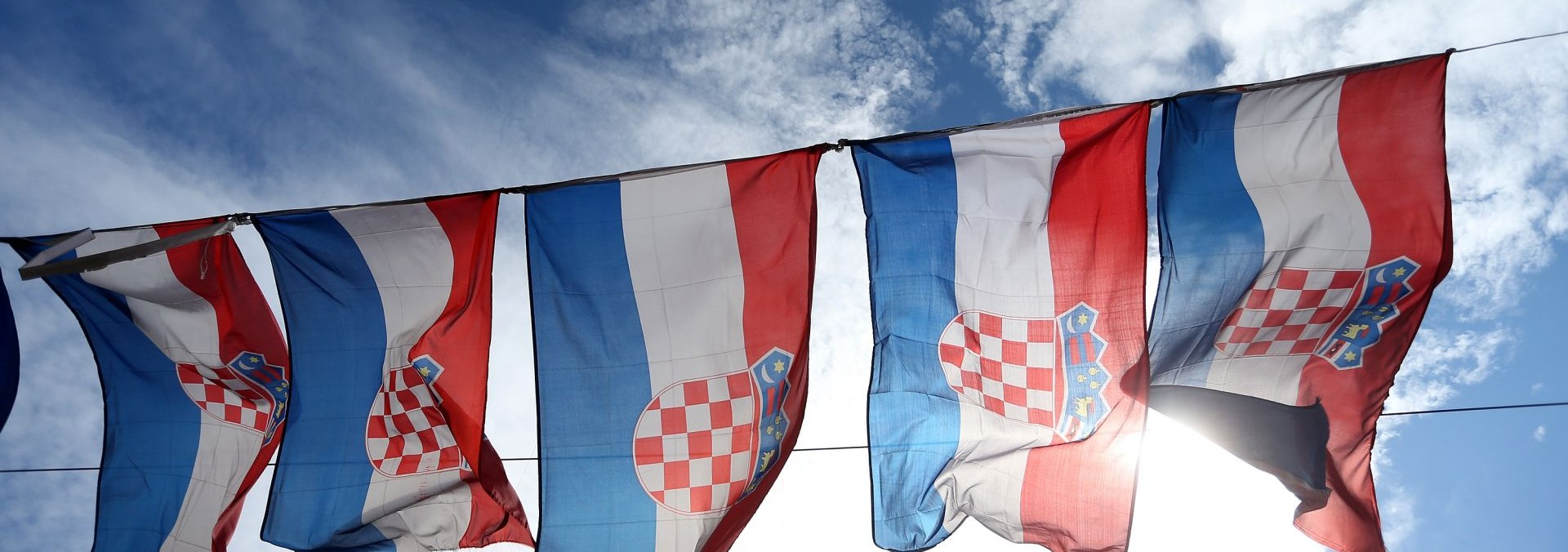 """NOVA PROVOKACIJA: Na hrvatskoj zastavi u Splitu osvanuo natpis """"Srbija"""""""