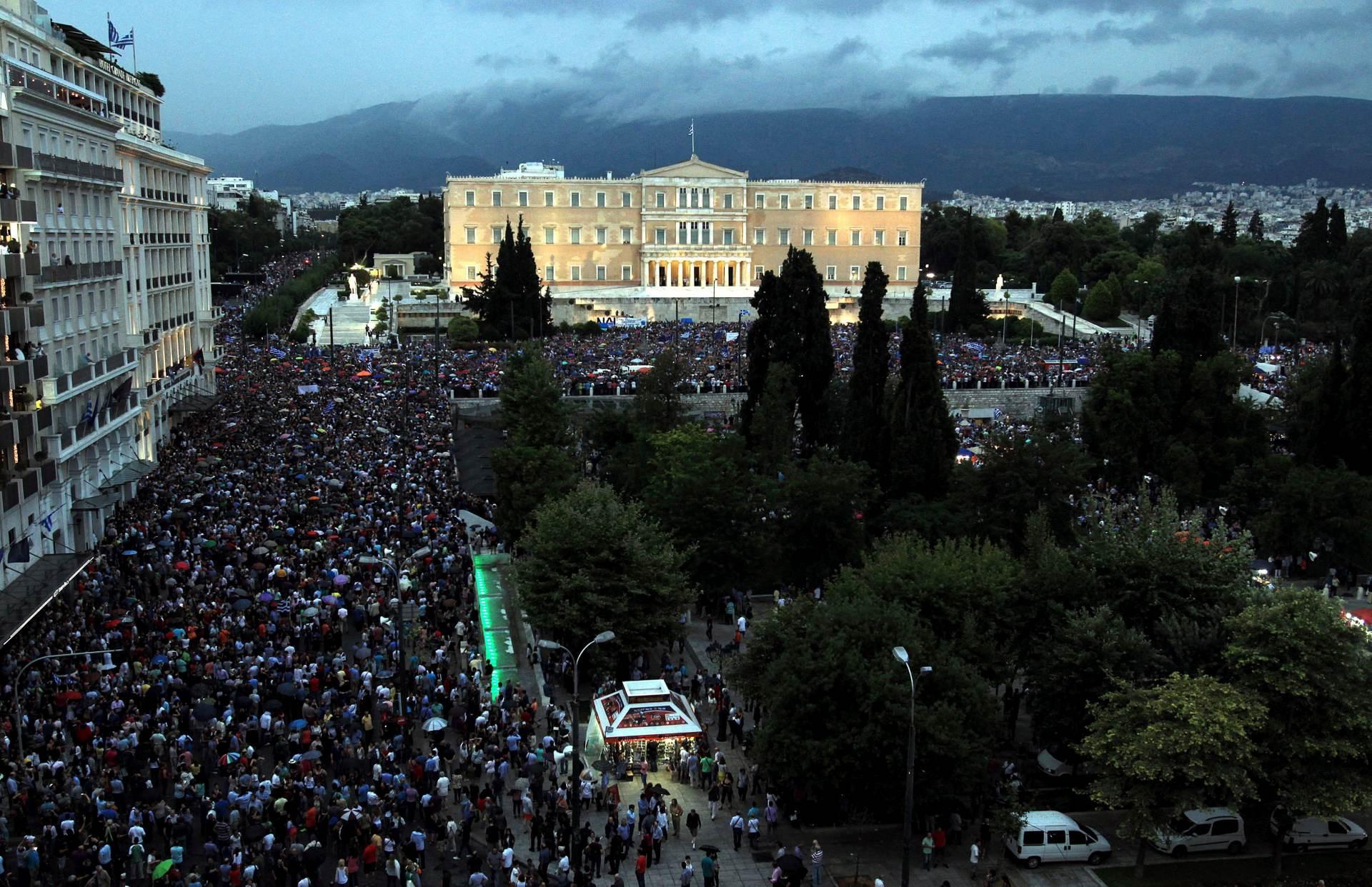 """GRCI NA ULICAMA: """"Nećemo postati posljednja sovjetska država"""""""