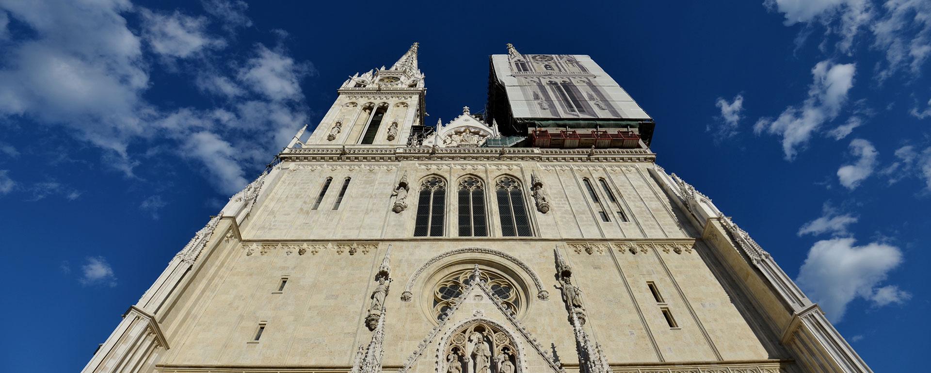 Izviđači donijeli Betlehemsko svjetlo u zagrebačku Katedralu