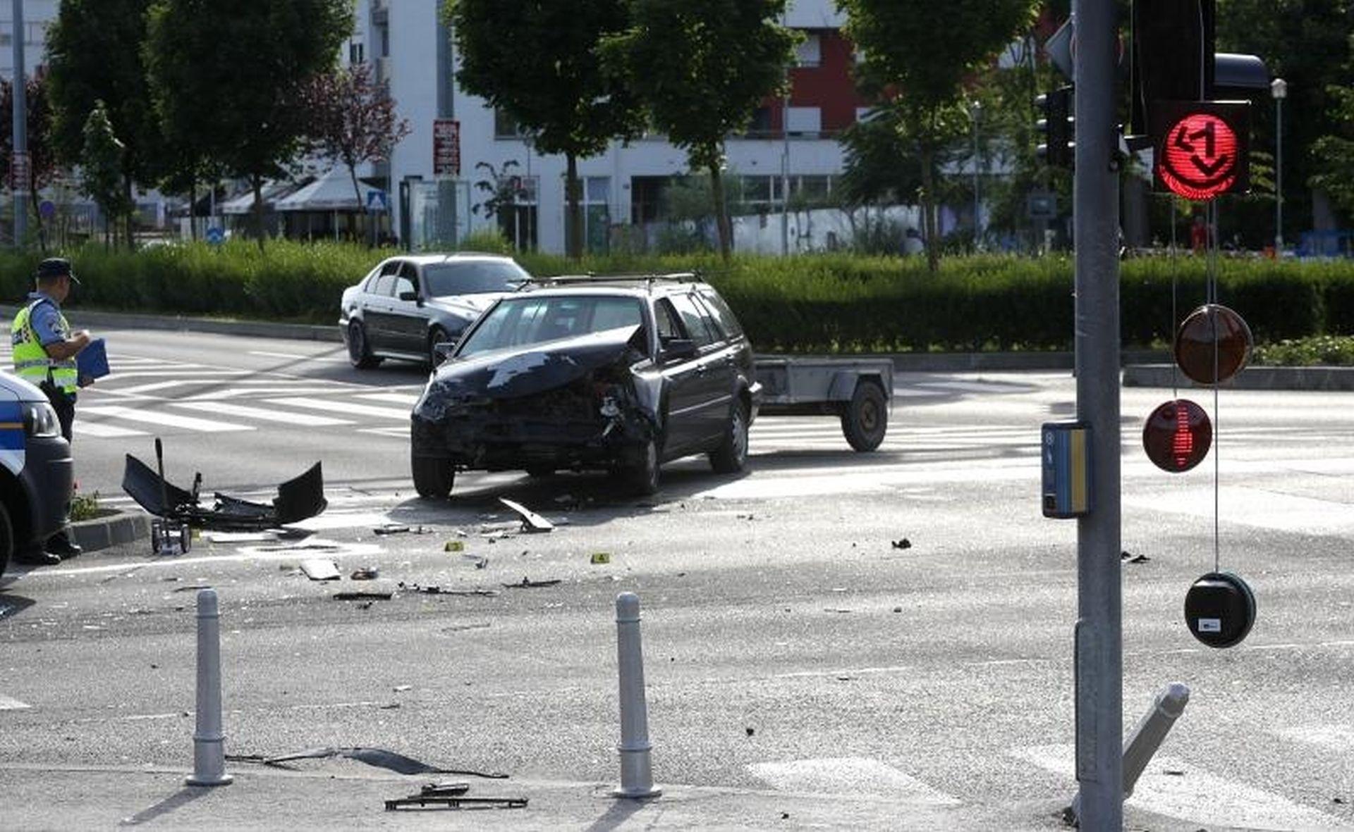 PROMETNA NESREĆA U ZAGREBU: Devetero ozlijeđenih u Branimirovoj ulici