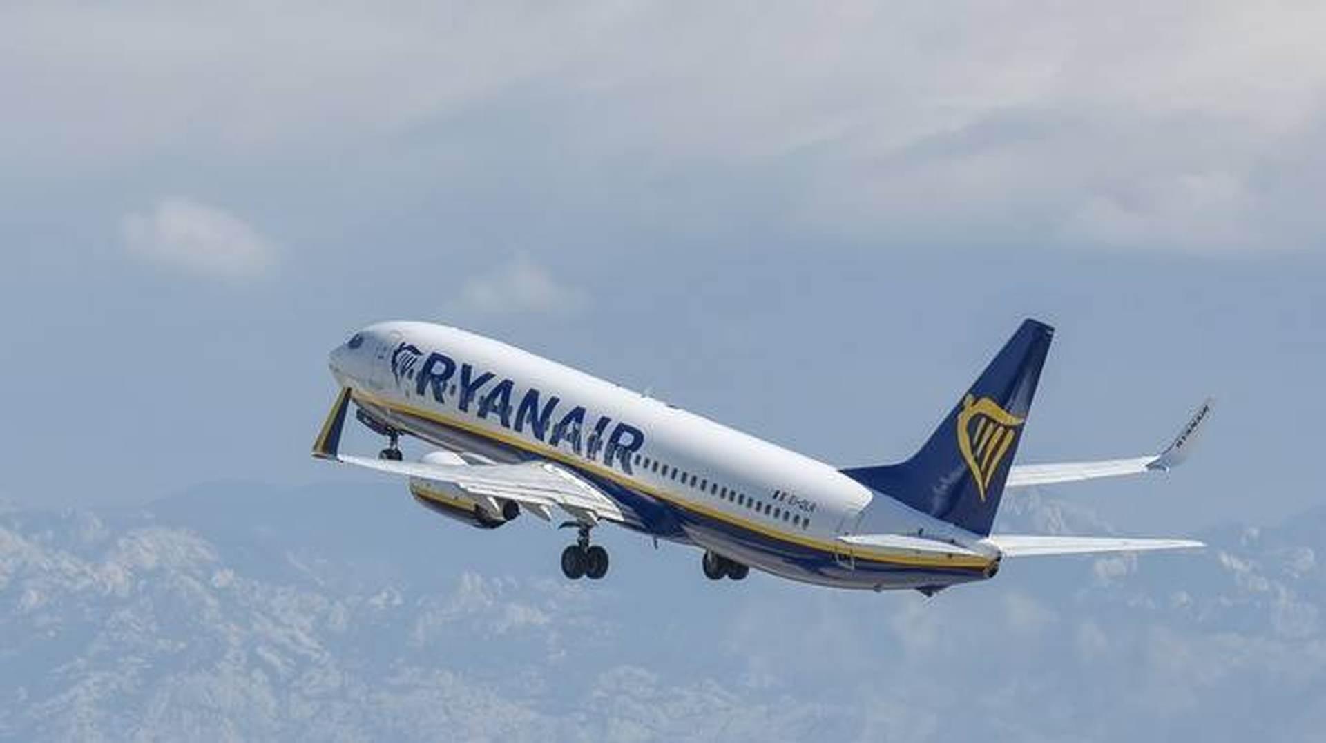 LAŽNA DOJAVA: Ryanair zbog navodne bombe sletio u Varšavu