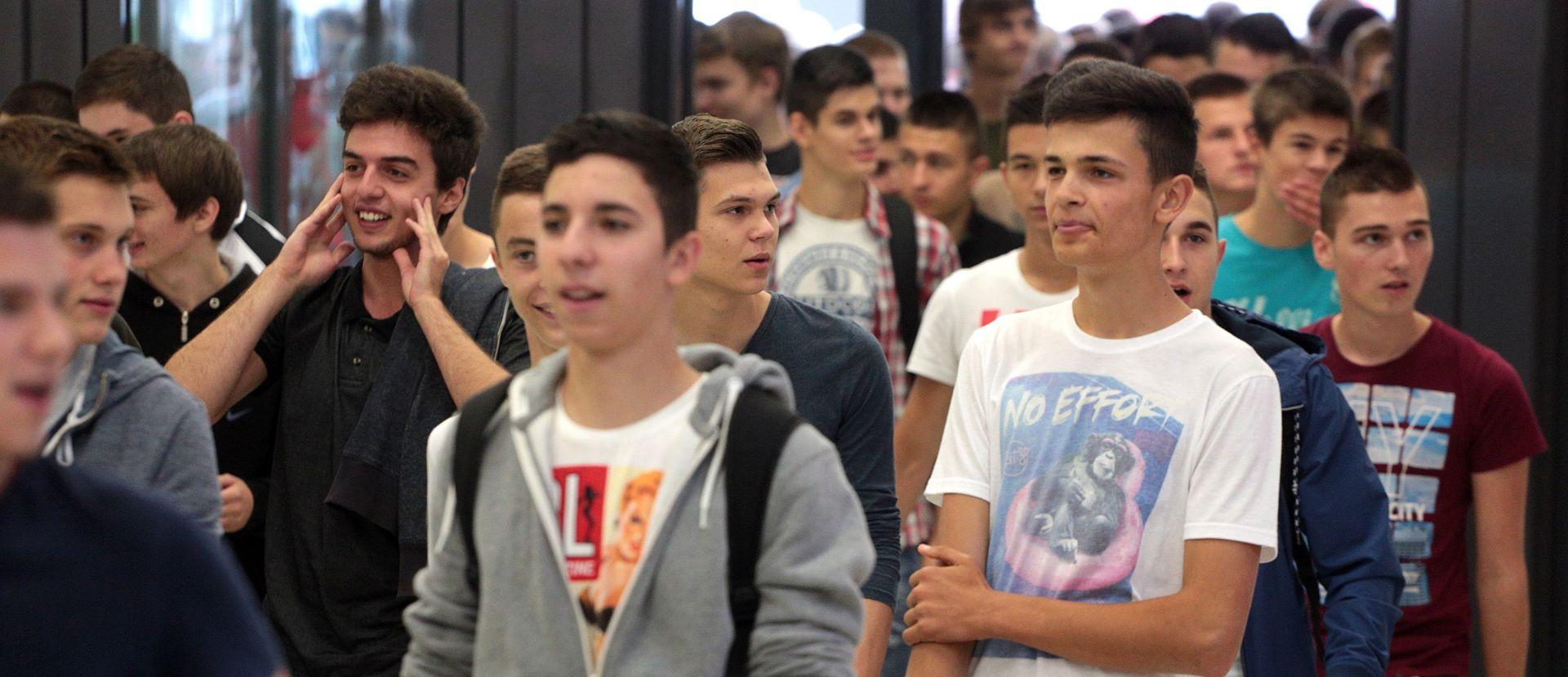 KOMPLICIRANA ADMINISTRACIJA Novi pravilnik otežava kažnjavanje u školama