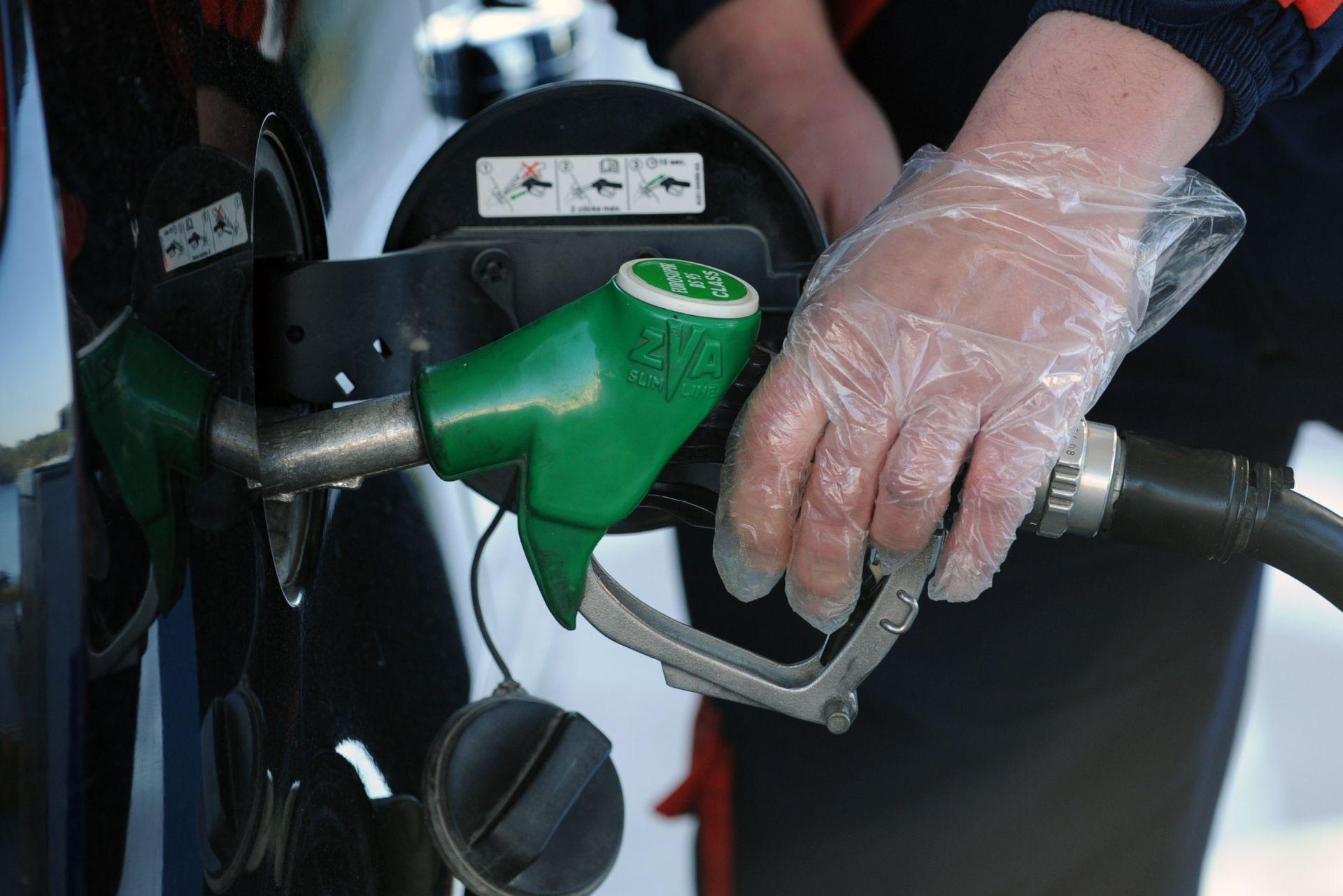 Od ponoći opet padaju cijene goriva