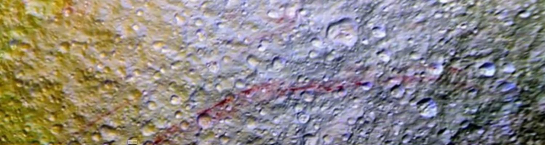 VIDEO: Neobične crvene linije na površini Saturnovog mjeseca