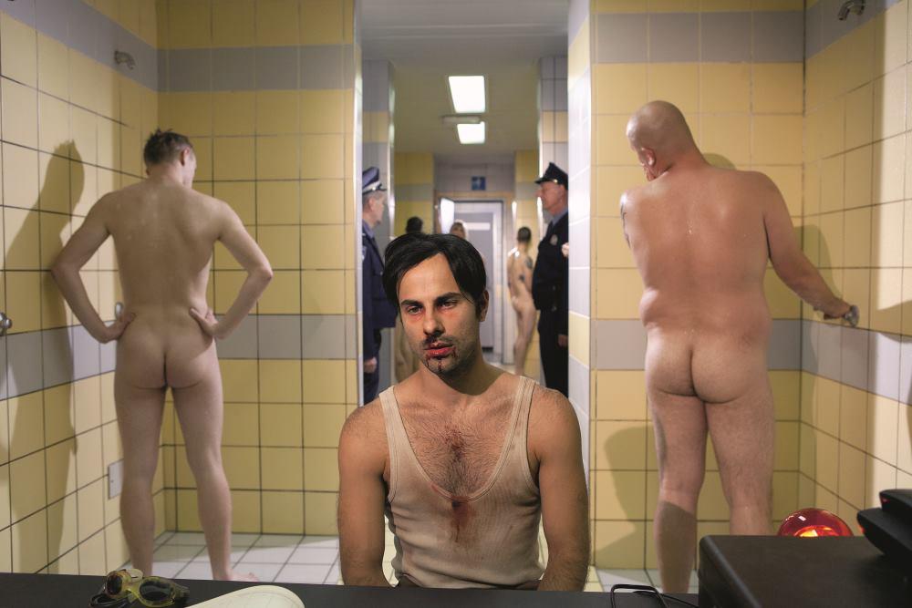 JEDAN OD GLUMACA U FILMU 'SVINJARI' JE I DAMIR POLJIČAK FOTO: Scena iz filma 'Svinjari'