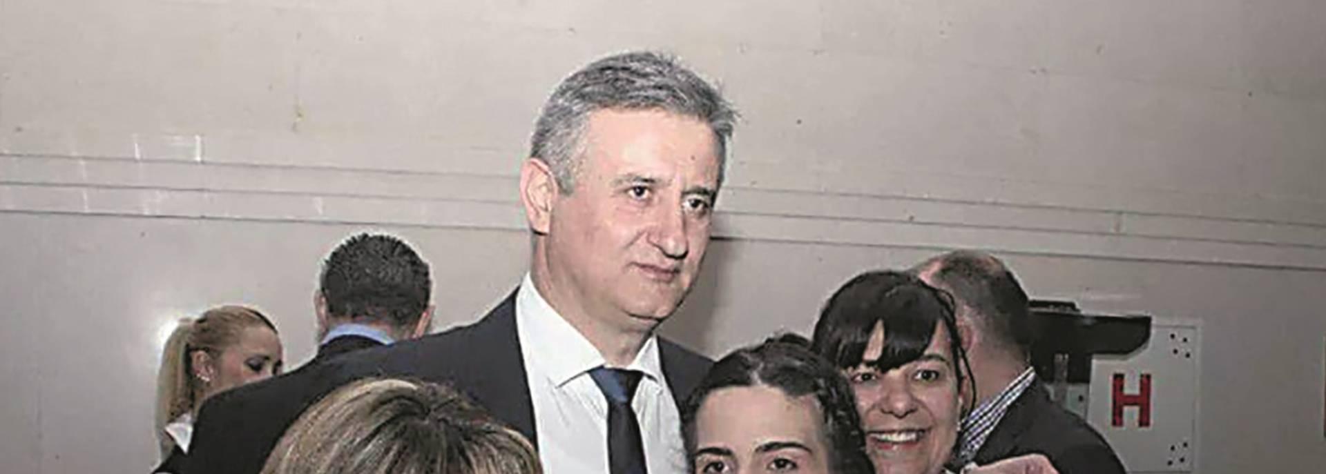 ČITAJTE U NACIONALU Karamarko u zagrljaju riječke HDZ-ovke koja je na Facebooku vrijeđala Srbe