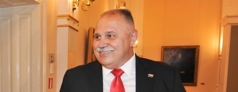 PRODUŽAVANJE MANDATA ČELNICIMA TVRTKI: Šuker prozvao Vladu na odlasku za političku nekorektnost
