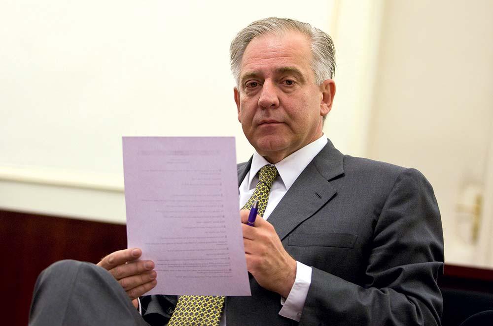 Amnesita li Ustavni sud Ivu Sanadera, on bi mogao biti tek kolateralni dobitnik, dok bi stvarni bio mađarski Mol.