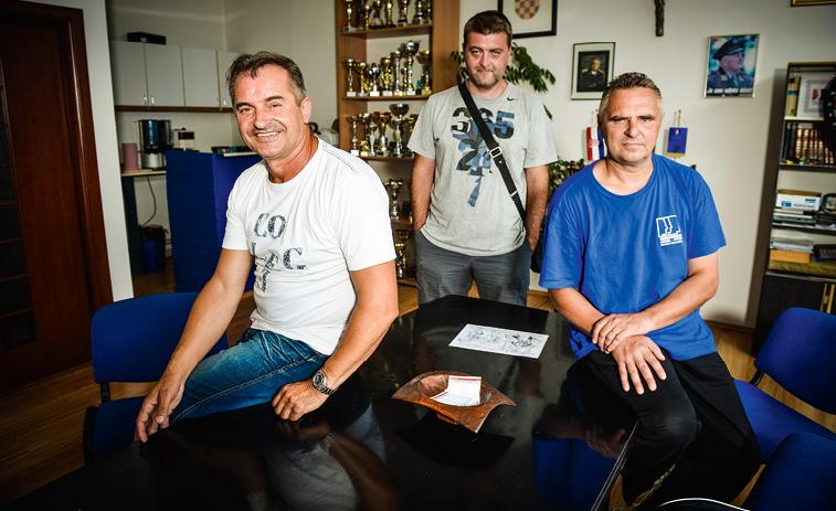 Ivan Tolić (lijevo), predsjednik Udruge branitelja liječenih od PTSP-a Grada Zagreba i članovi udruge, Ivica Jelinić (u sredini) i Zdenko Šamec (desno)