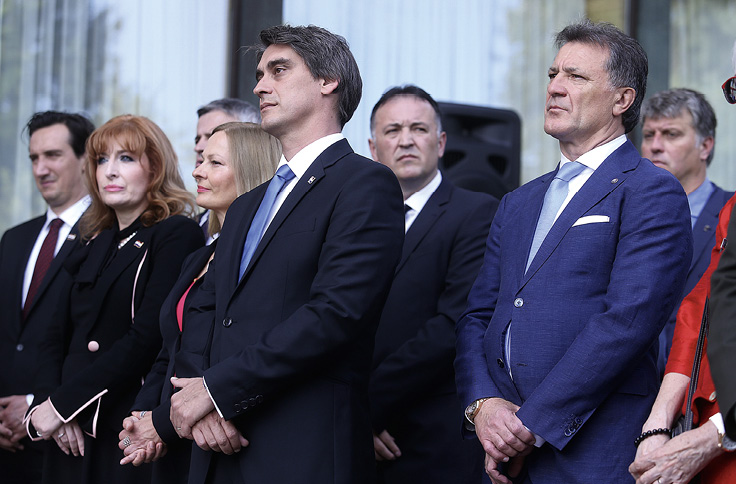 Zdravko Mamić svega desetak dana prije uhićenja bio je među visokim uzvanicima na proslavi Dana državnosti na Pantovčaku, ali njegov slučaj, kao i svoje odnose s njim, predsjednica ne želi komentirati.