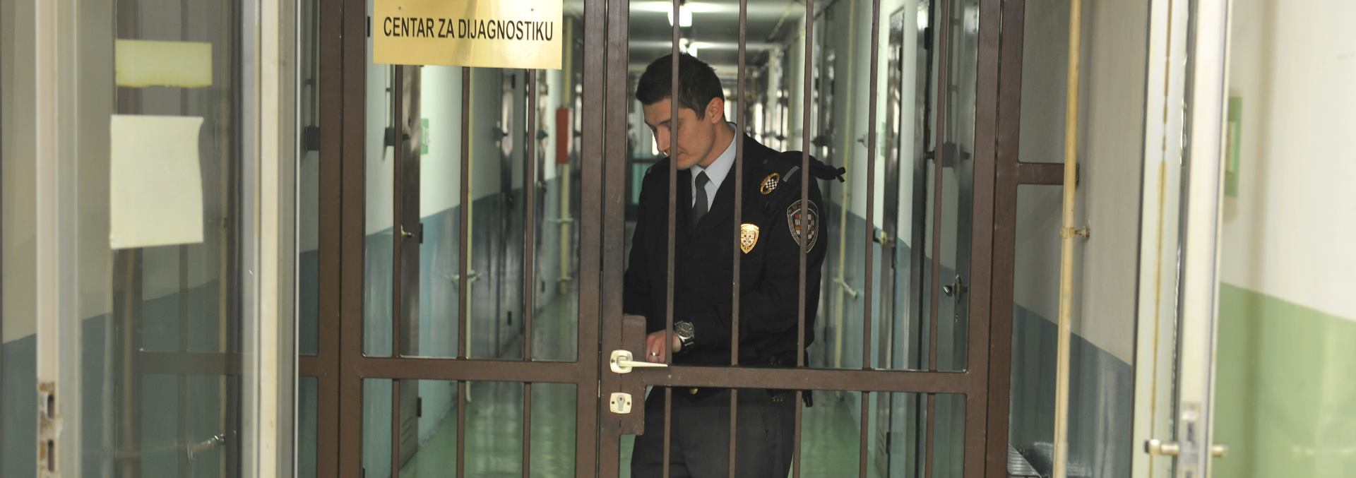 Zatvorenici pokušali pobjeći iz zatvora u Mostaru, ozlijeđena dva policajca