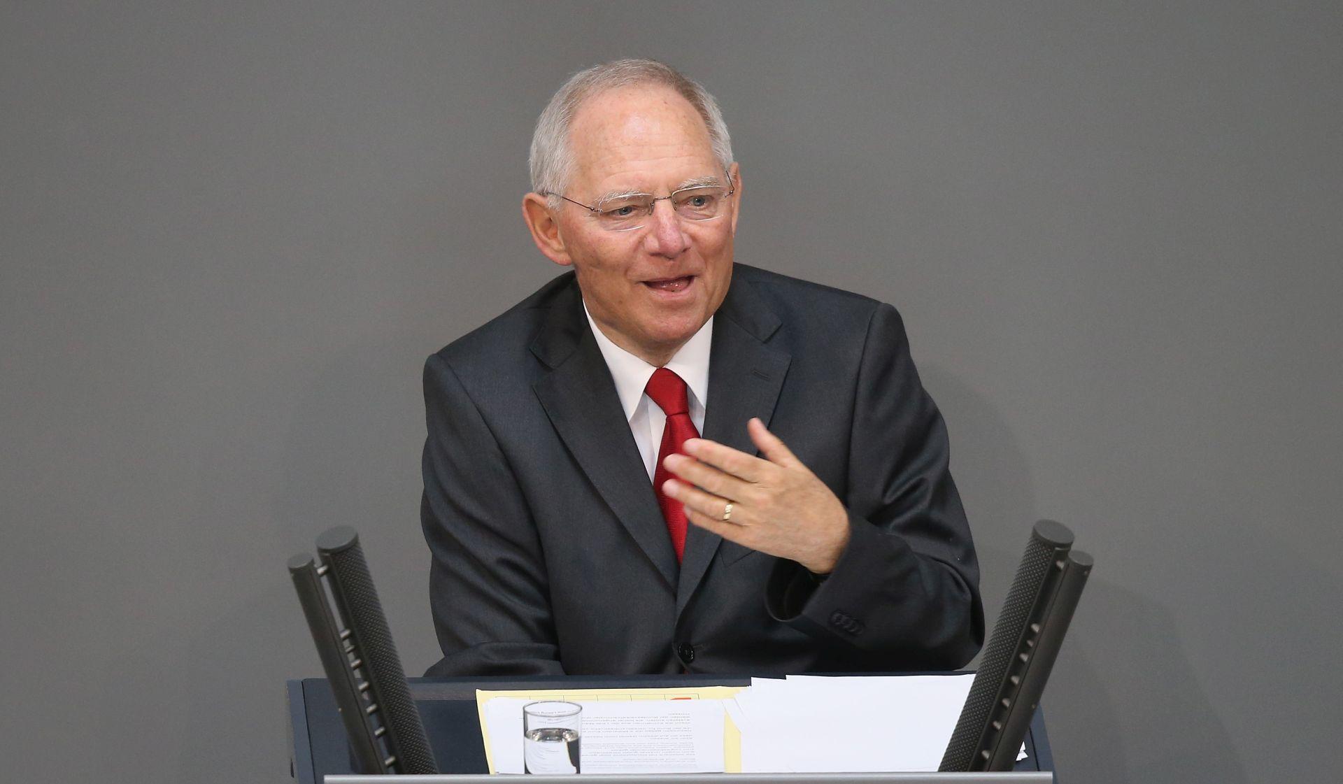 Schauble tvrdi da MMF neće sada sudjelovati u pomoći za Grčku