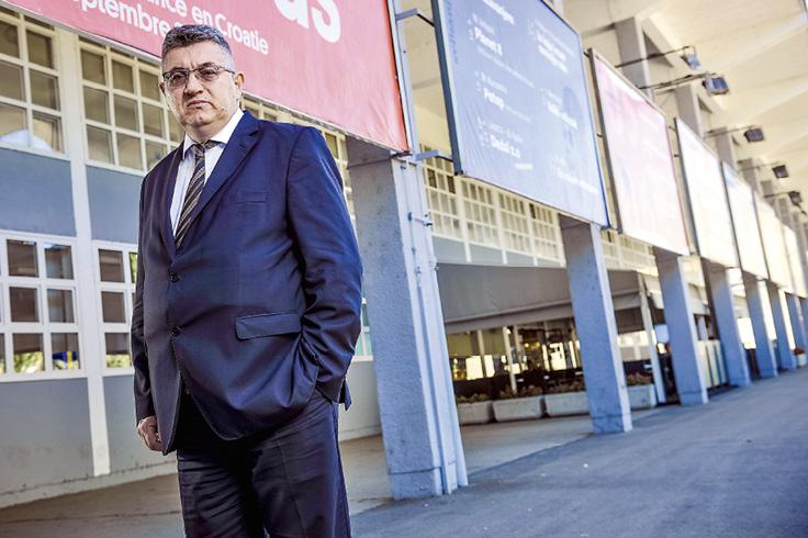 Pejo Pavlović bio je sanacijski upravitelj Studentskog centra od 2002. do 2004. godine, kada je uspio sanirati dugove, ali došavši 2012. ponovno na tu funkciju, zatekao je novi dug od čak 150 milijuna kuna.