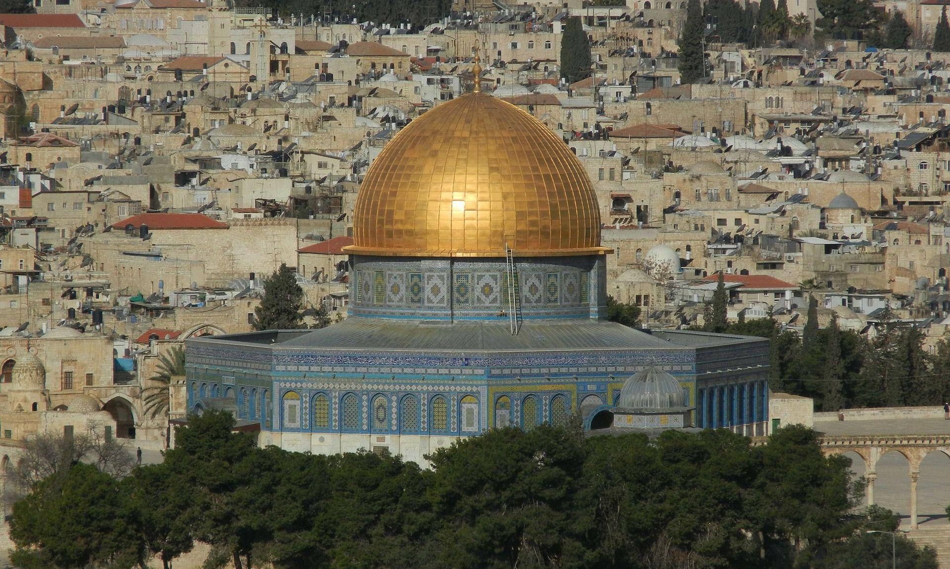 PALESTINCI SE ZABARIKADIRALI Izraelska policija upala u džamiju Al-Aqsa