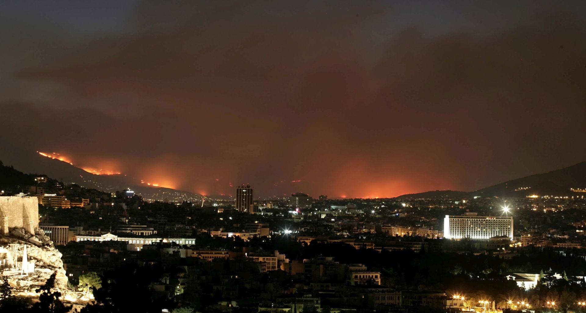 BITKA S VATRENOM STIHIJOM EU šalje zrakoplove upomoć Grčkoj u borbi protiv požara