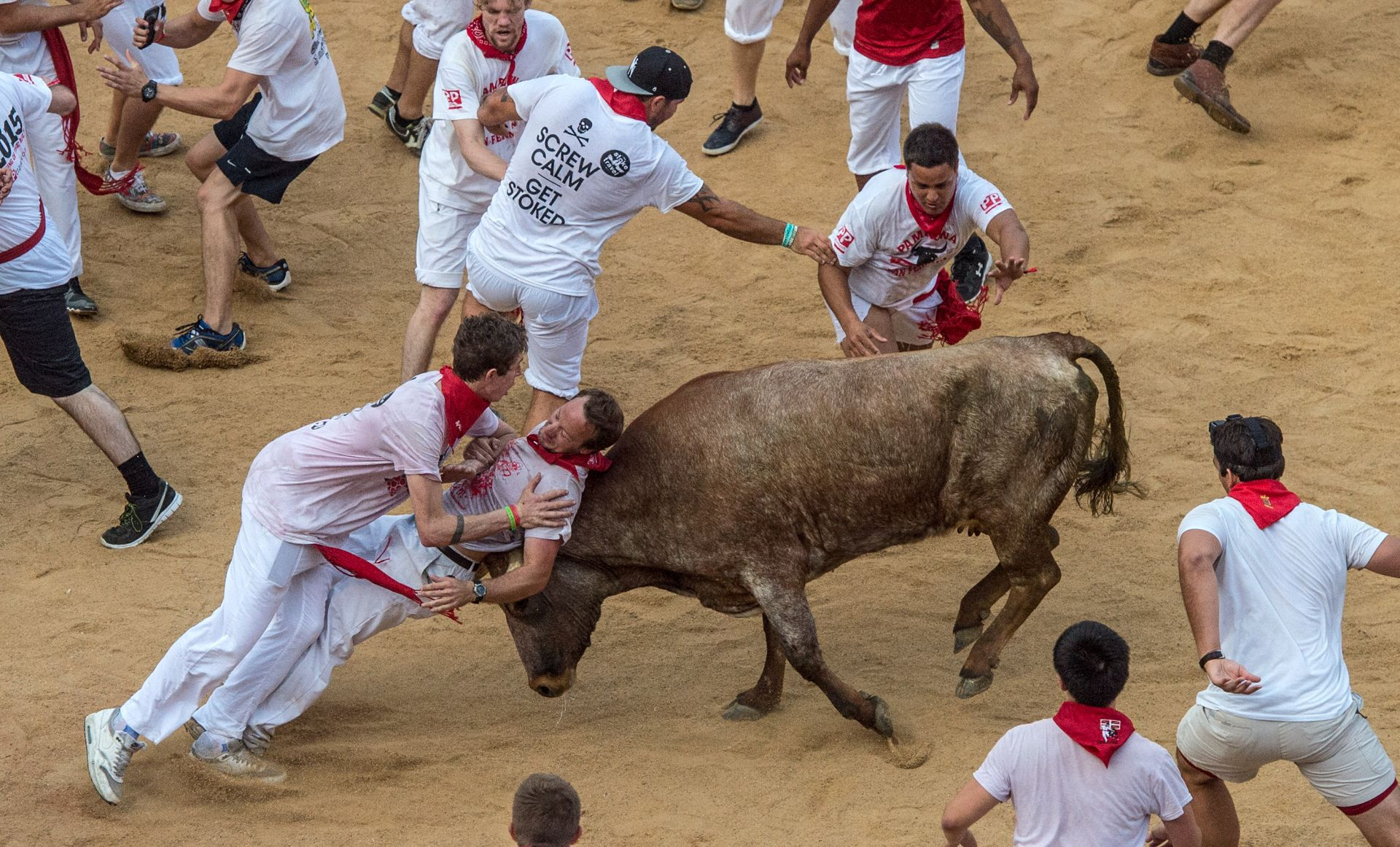 VIDEO: KRV NA ULICAMA Trojicu proboli bikovi na početku festivala u Pamploni