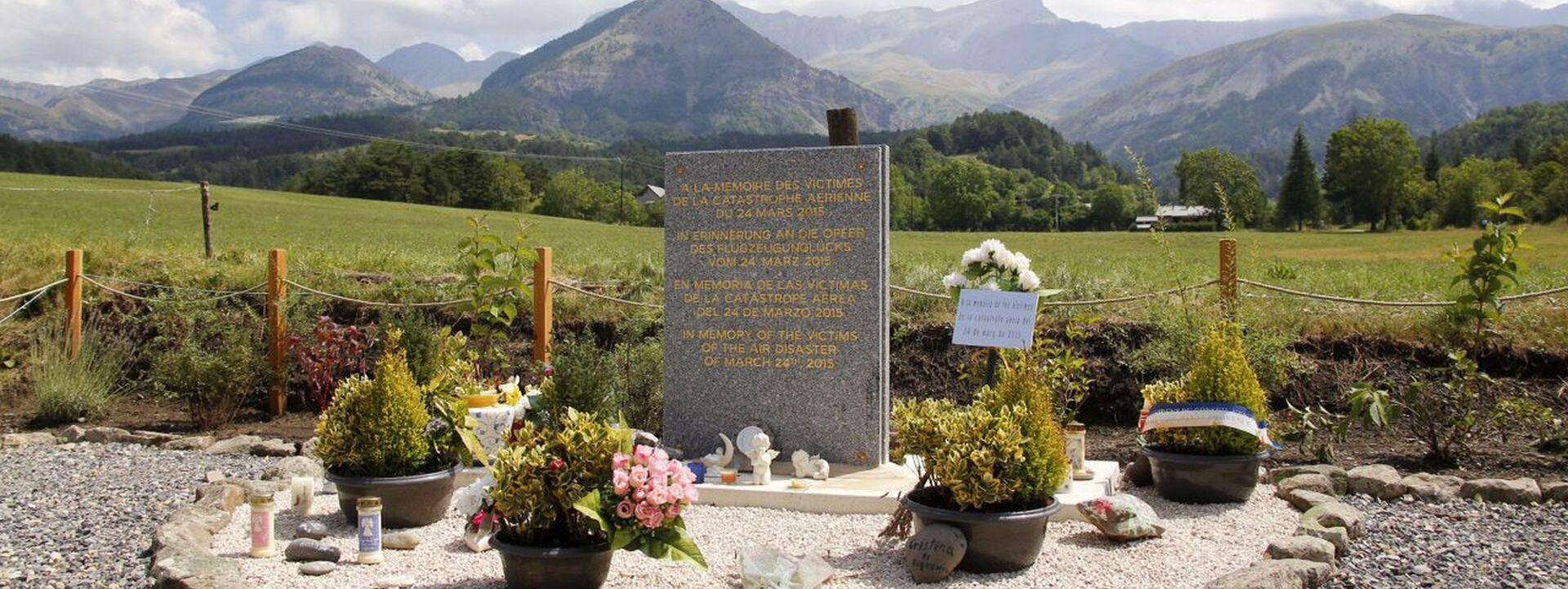 TRAGEDIJA GERMANWINGS-a: Neidentificirani ostaci žrtava pokopani u diskreciji