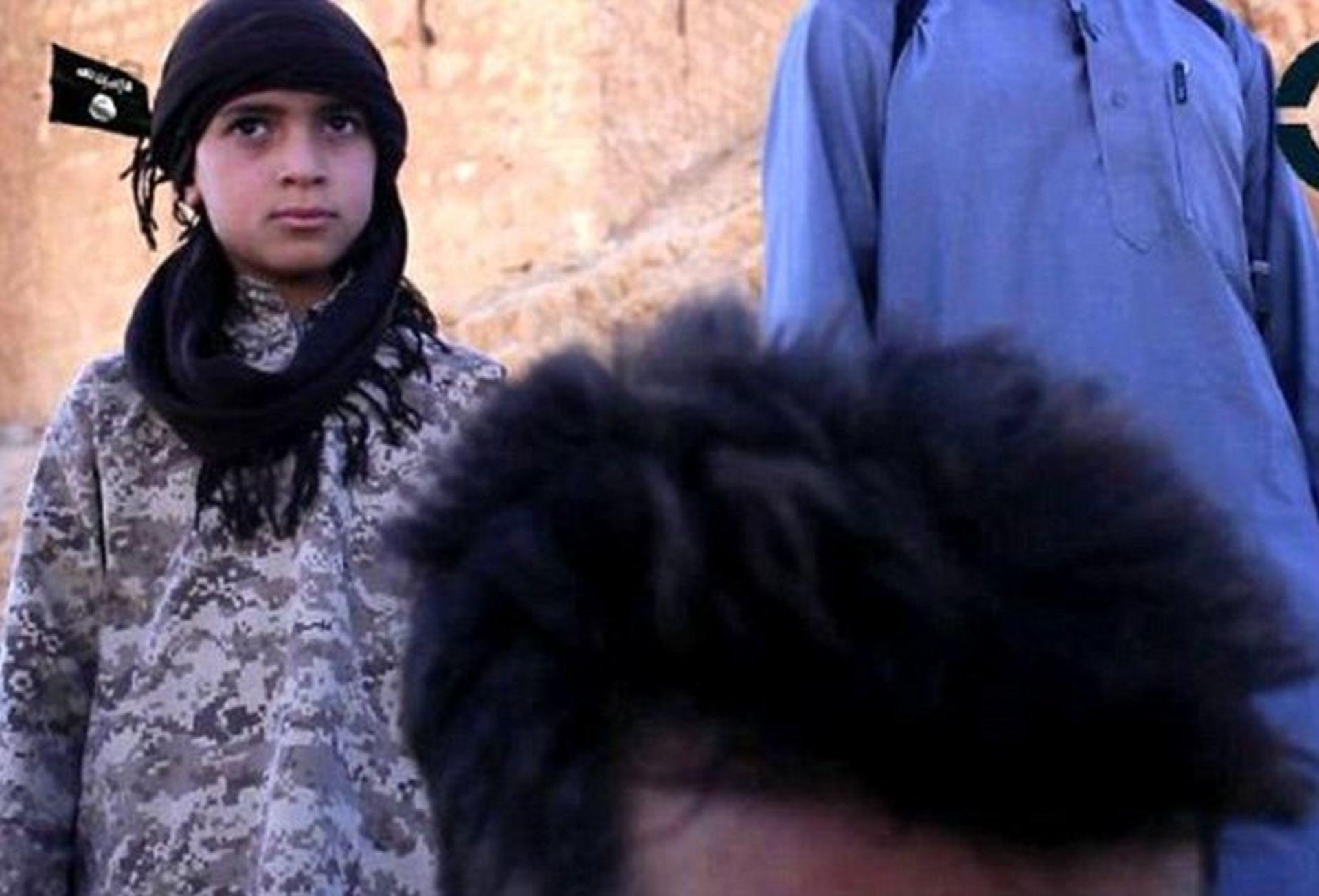 SVIJET ZGROŽEN IS prvi put objavio snimku djeteta vojnika koji odrubljuje glavu