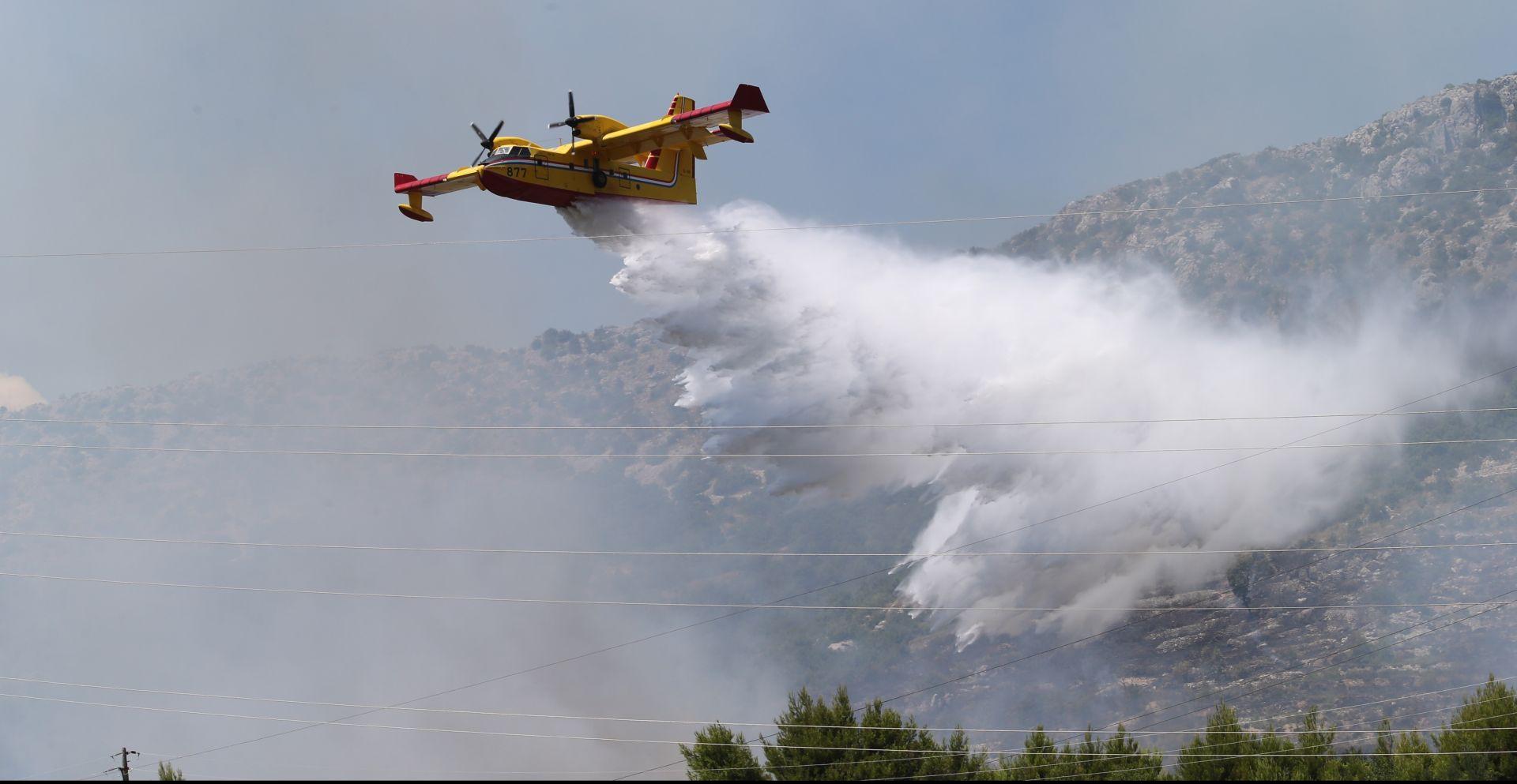 POŽAR KOD DRNIŠA: U zraku sedam protupožarnih aviona