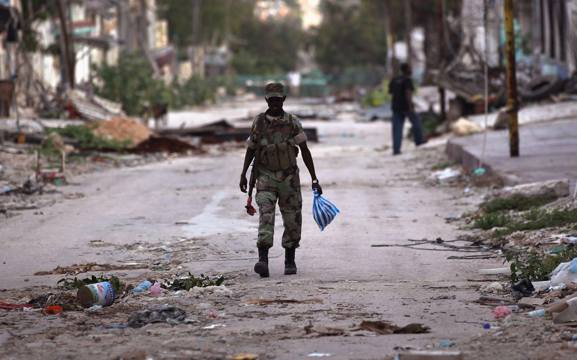 AL-ŠABAB PREUZEO ODGOVORNOST U napadu u Mogadišu najmanje 13 žrtava