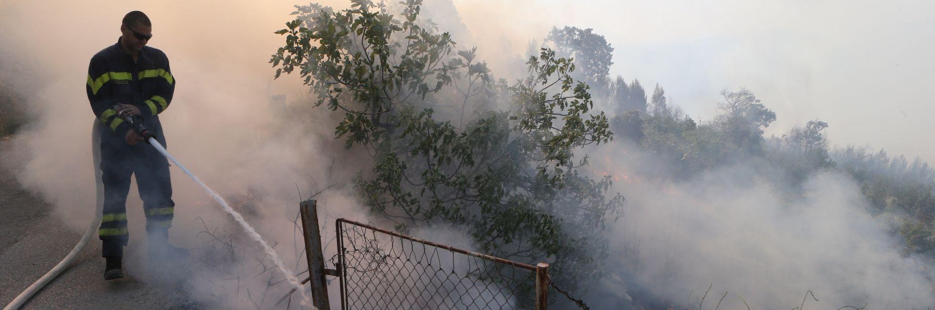 NEBO SE SMILOVALO: Iznenadna kiša ugasila požar i pomogla nemoćnim vatrogascima kod Trebinja