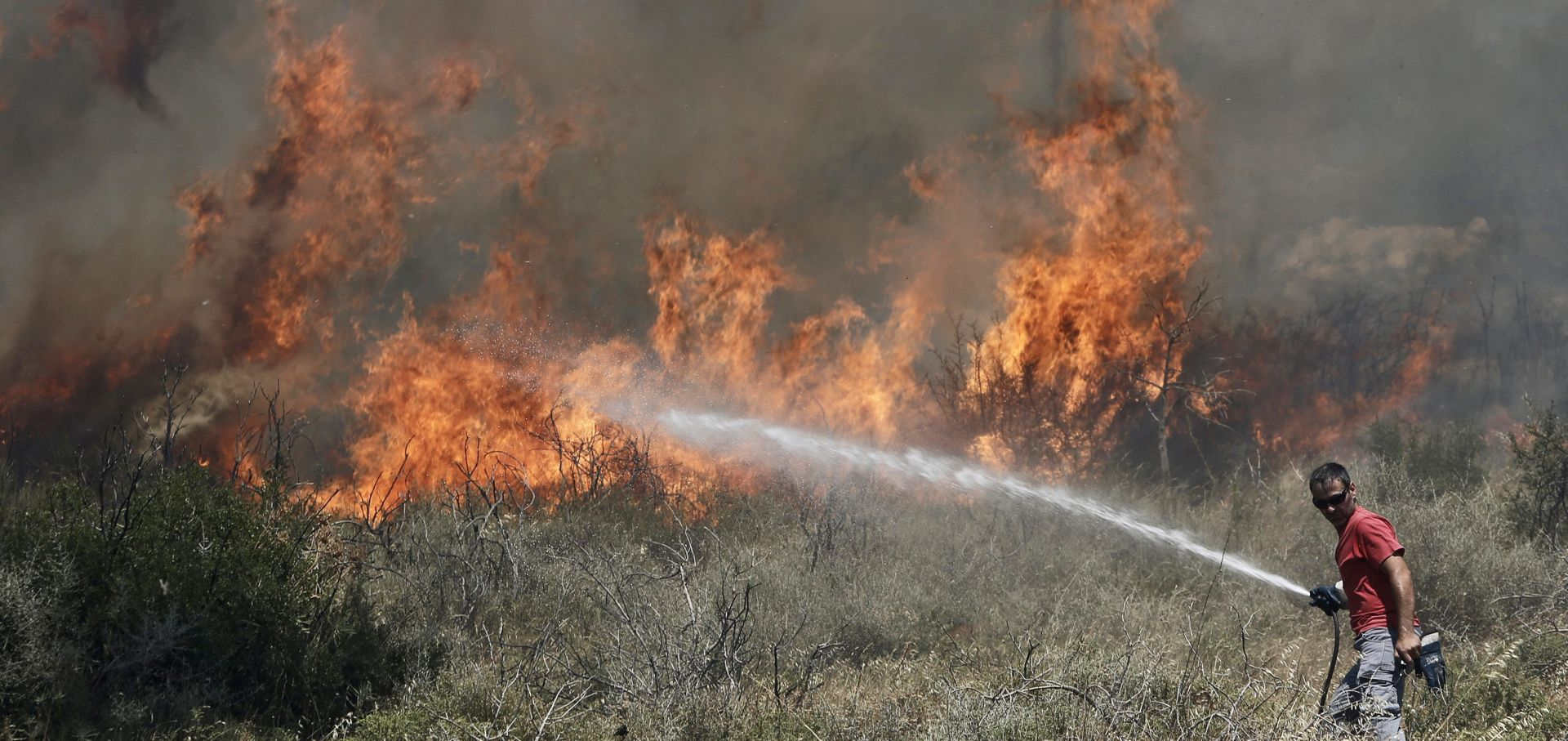 MUKE S VATROM: Pod nadzor stavljeno više požara u Dalmaciji