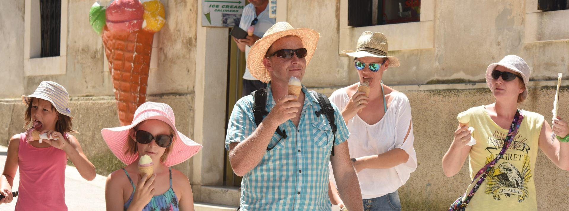 PAKLENE VRUĆINE  : Porasla prodaja sladoleda i osvježavajućih pića
