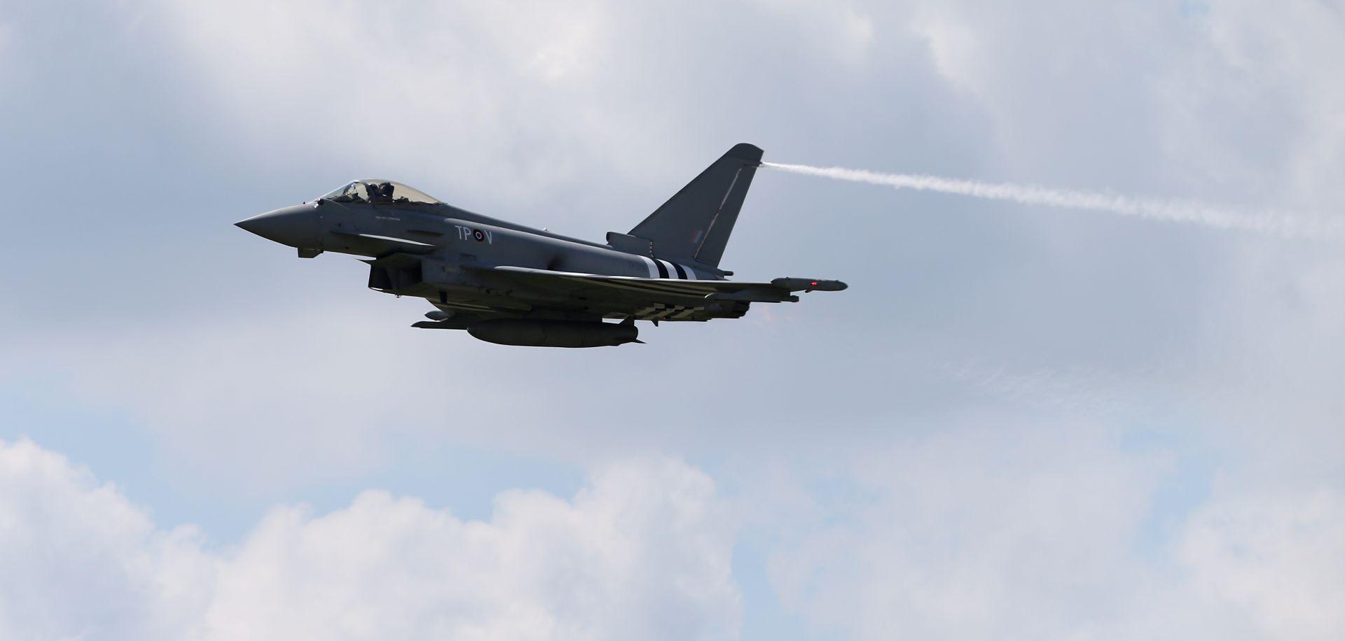 BRITANSKO RATNO ZRAKOPLOVSTVO NAD BALTIKOM Nakon uočenih 10 ruskih vojnih aviona, uzletio je i RAF
