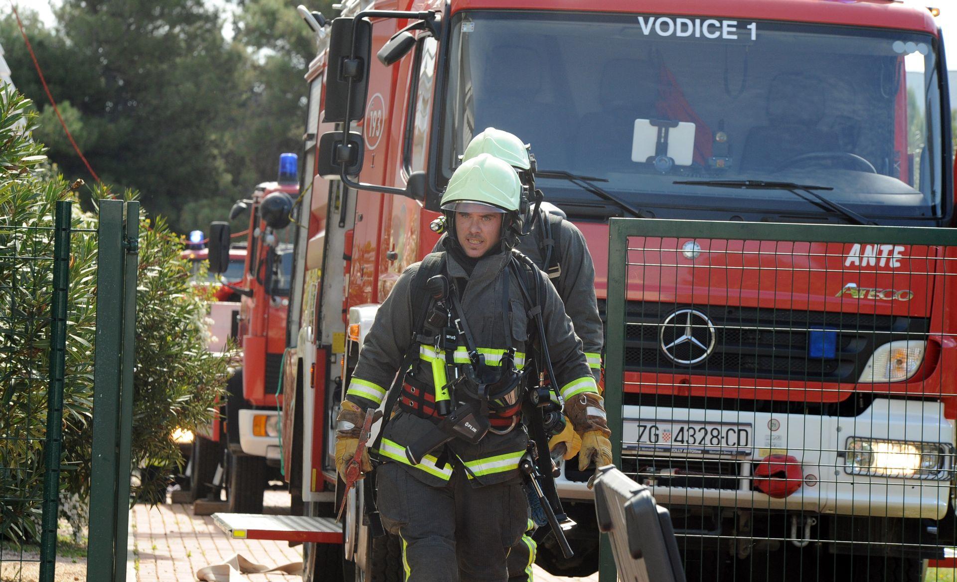 Požar u Donjoj Dubravi gasilo više od 20 vatrogasaca