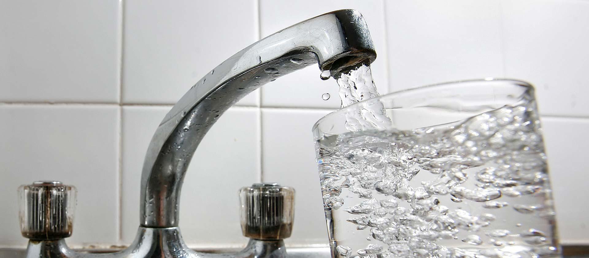 JEDNOSTAVAN TRIK Prije obroka popijte pola litre obične vode i smršavjet ćete