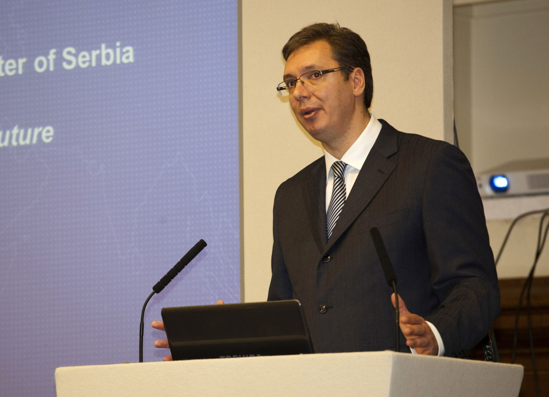 Vučić: Srbija spremna na otvoreni dijalog o rješavanju izbjegličke krize
